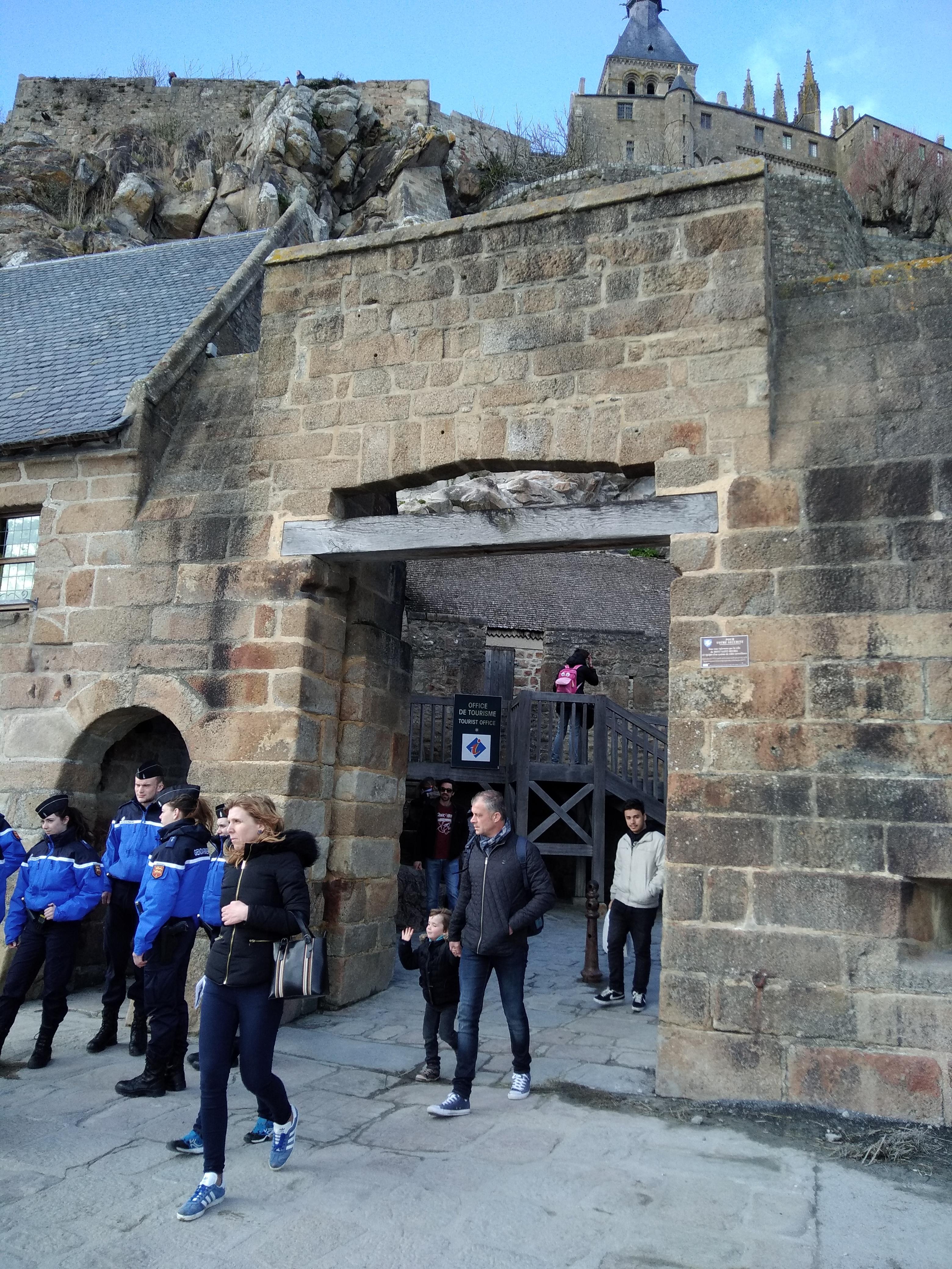 l'entrée du mont saint Michel